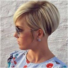 What short hairstyles and haircuts are in for 2018