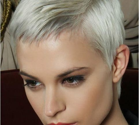 what short hairstyles are in for 2018