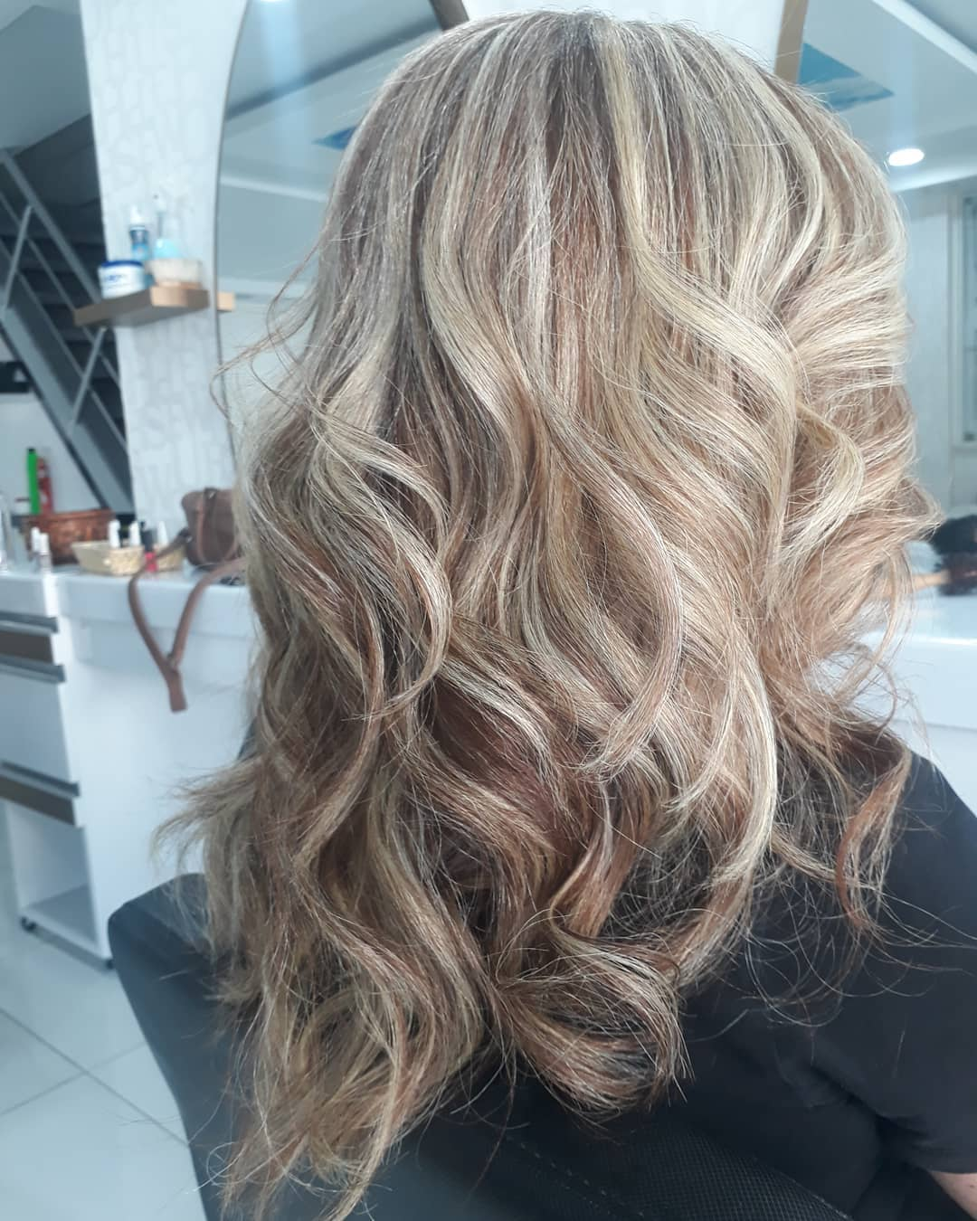 shorthairstyles for ladies with wavy hair1