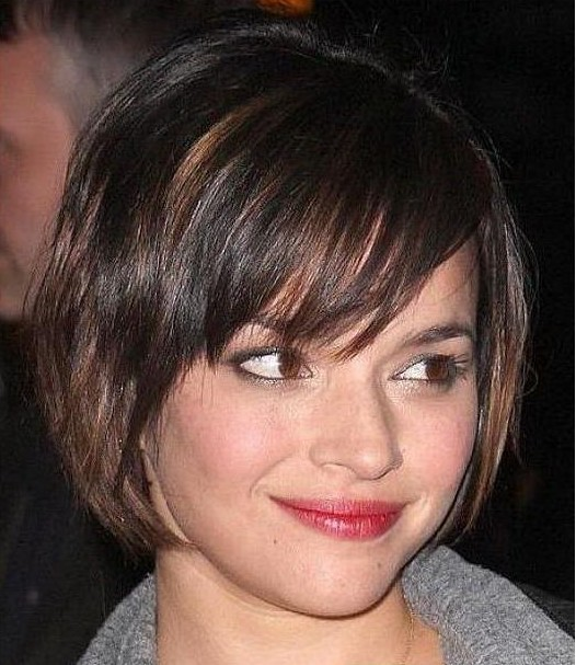 Short hairstyles for ladies with round face 2019 -3