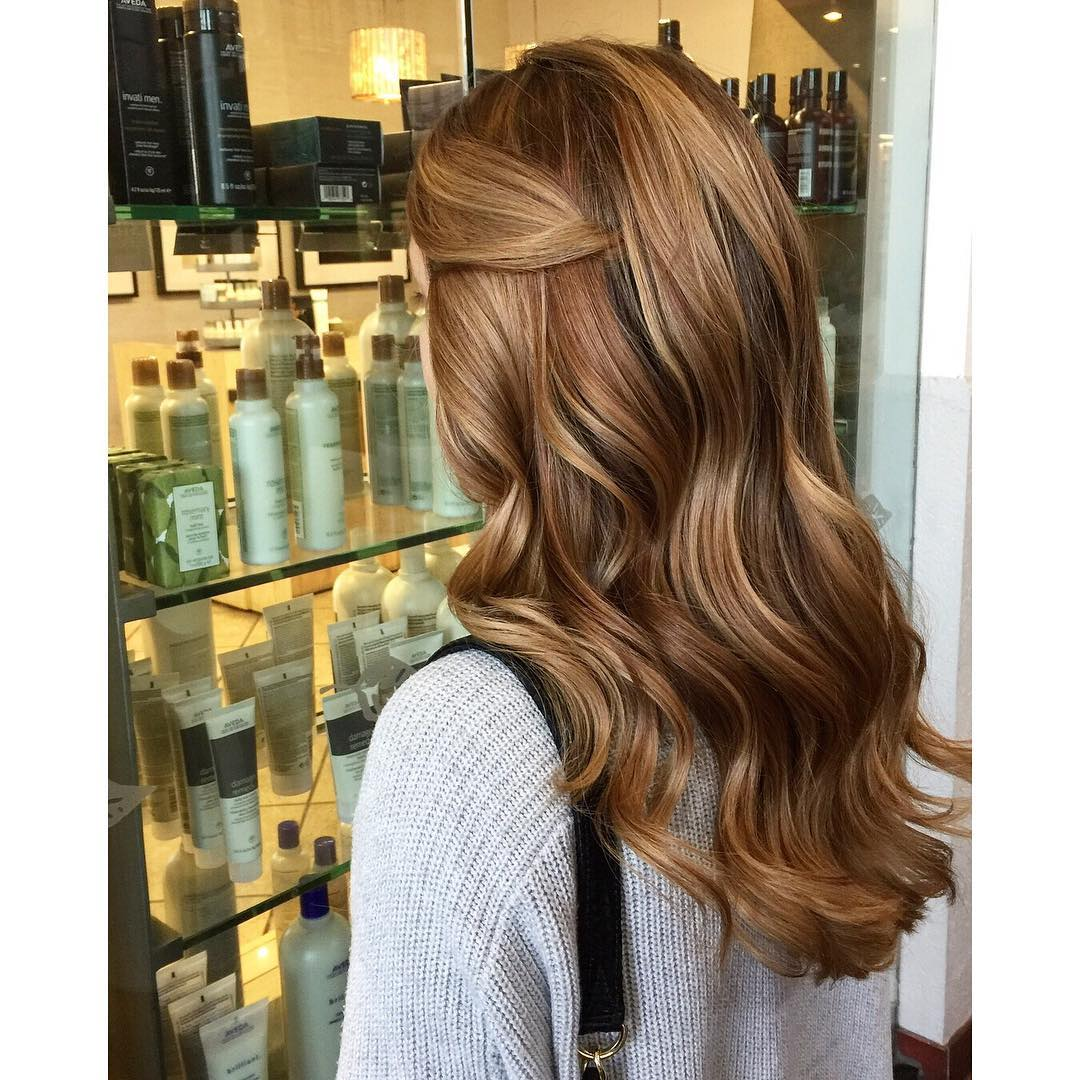 Side-Parted Style With Curls 4